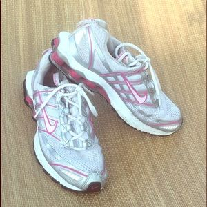 Women's 9 1/2, Nike zoom air shox athletic shoes